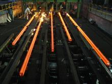 فولادسازان همچنان به دنبال افزایش قیمت هستند/ بنگاههای بزرگ دولتی سفره مردم را کوچک میکنند